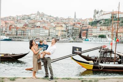 60 Minute Private Vacation Photography Session with Local Photographer in Porto