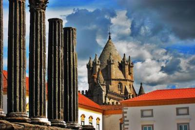 Evora Private Day Trip with Wine Tasting