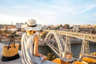 Porto and Matosinhos Small Group Tour with Douro Cruise, Lunch and Wine Tasting