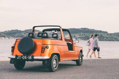 Half day Lisbon Tour in Renault 4L Convertible - 4H