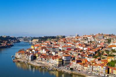 Private Car Airport Transfer Lisbon Airport LIS to Lisbon City Centre 5 seater