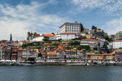 From the Past to Pritzker architecture - Porto Full Day (Tesla car)