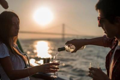Sunset boat tour on River Tejo - See Lisbon like never seen - Drinks included