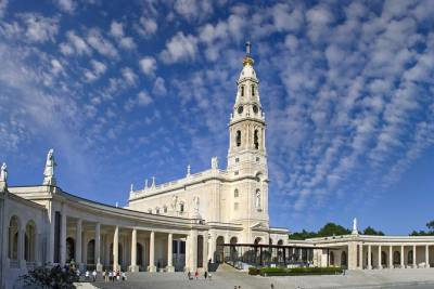 Private Full-Day Tour to Fatima, Batalha, Nazare, and Obidos from Lisbon