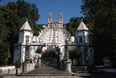 Braga Walking Tour & Private Transfer to Bom Jesus