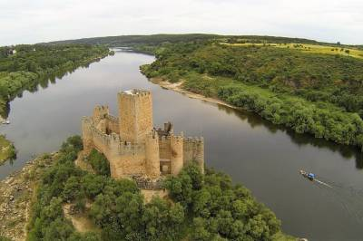 Templar Knights: Tomar and Almourol Castles Full Day Private Tour
