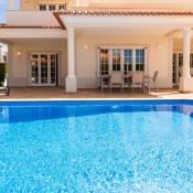 Villa Branca - 4 bedroom holiday villa with pool & WiFi at Praia del Rey