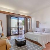Sunny & Cozy Top Floor Estoril Apartment