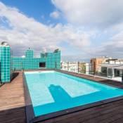 Lagos Marina apartment with pool & gym
