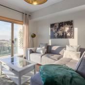 Luxurious Flat w/ Balcony | Garage by Host Wise