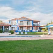 Olhos de Agua Villa Sleeps 10 Pool Air Con