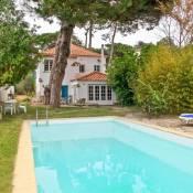 Mucifal Villa Sleeps 10 Pool WiFi