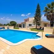 Carvoeiro Villa Sleeps 12 Pool Air Con WiFi