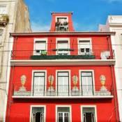 Spacious Apartment in Graça main street