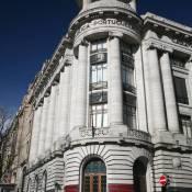 Avenida dos Aliados Corner Building - Porto