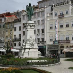 Statue in Largo da Portagem - Coimbra