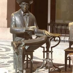 Fernando Pessoa Statue - Lisbon
