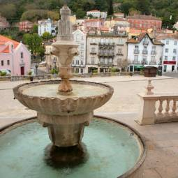 Fountain in front of Palacio Nacional - Sintra
