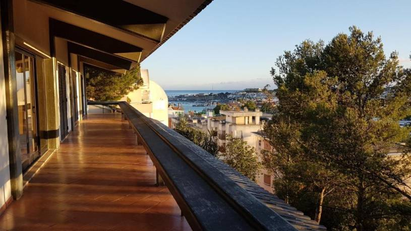 R House Central with seaview Cascais