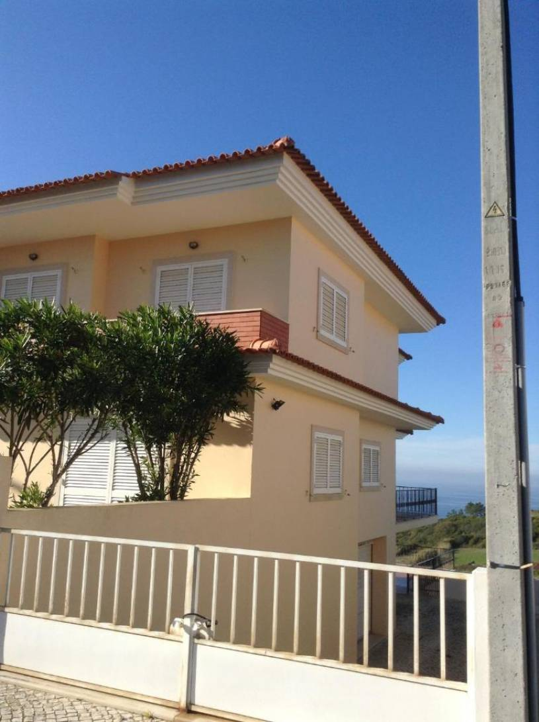 Beautiful house in Praia Salgado , 5 min from Nazare