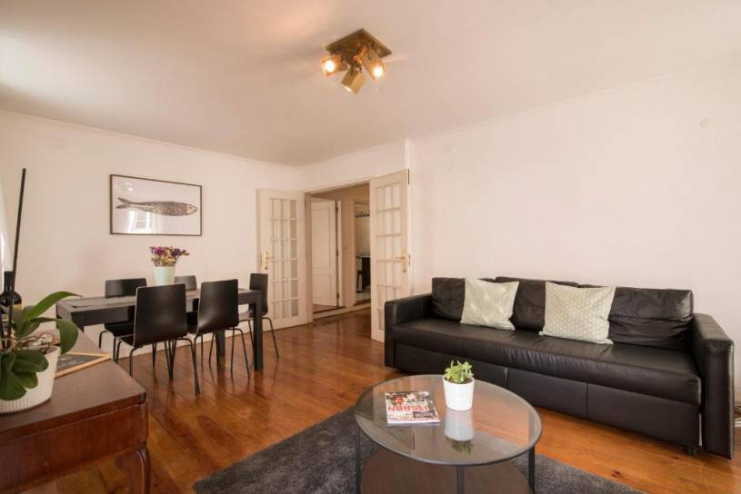 Elegant Spacious Apartment in the Heart of Lisbon
