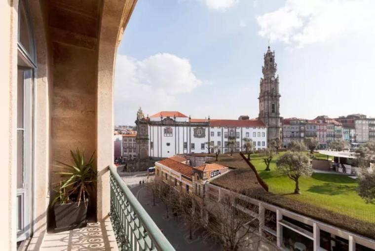Sunny wide view apartment Porto's center