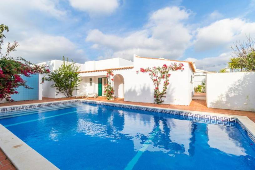 Carvoeiro Villa Sleeps 4 Pool WiFi