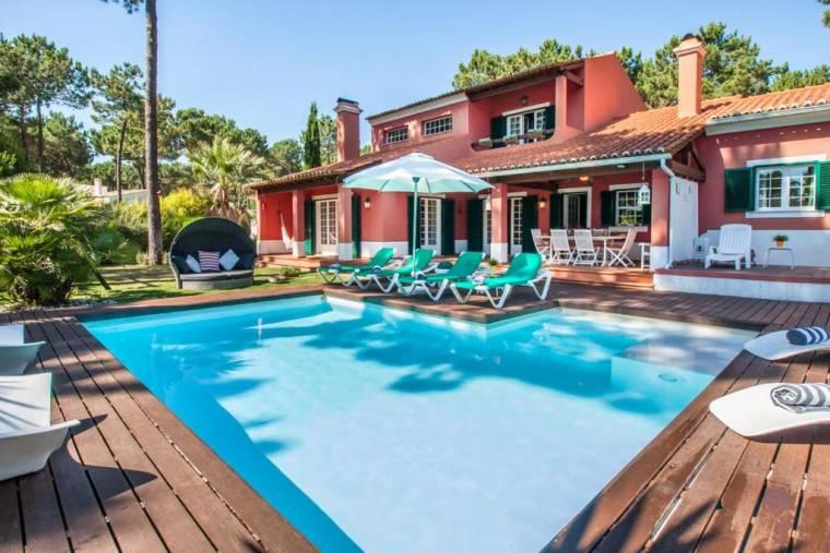 Aroeira Villa Sleeps 8 Pool WiFi