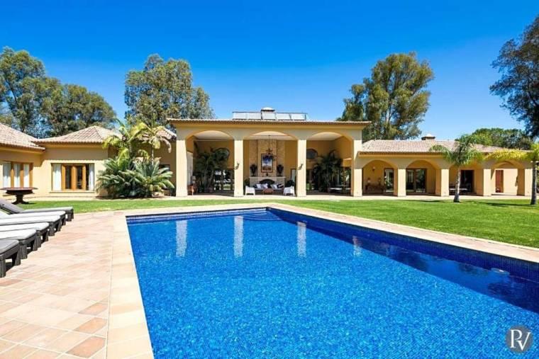 Alvor Villa Sleeps 12 Pool Air Con WiFi