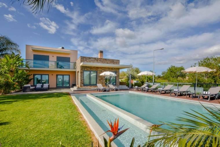 Pera Villa Sleeps 8 Pool Air Con WiFi