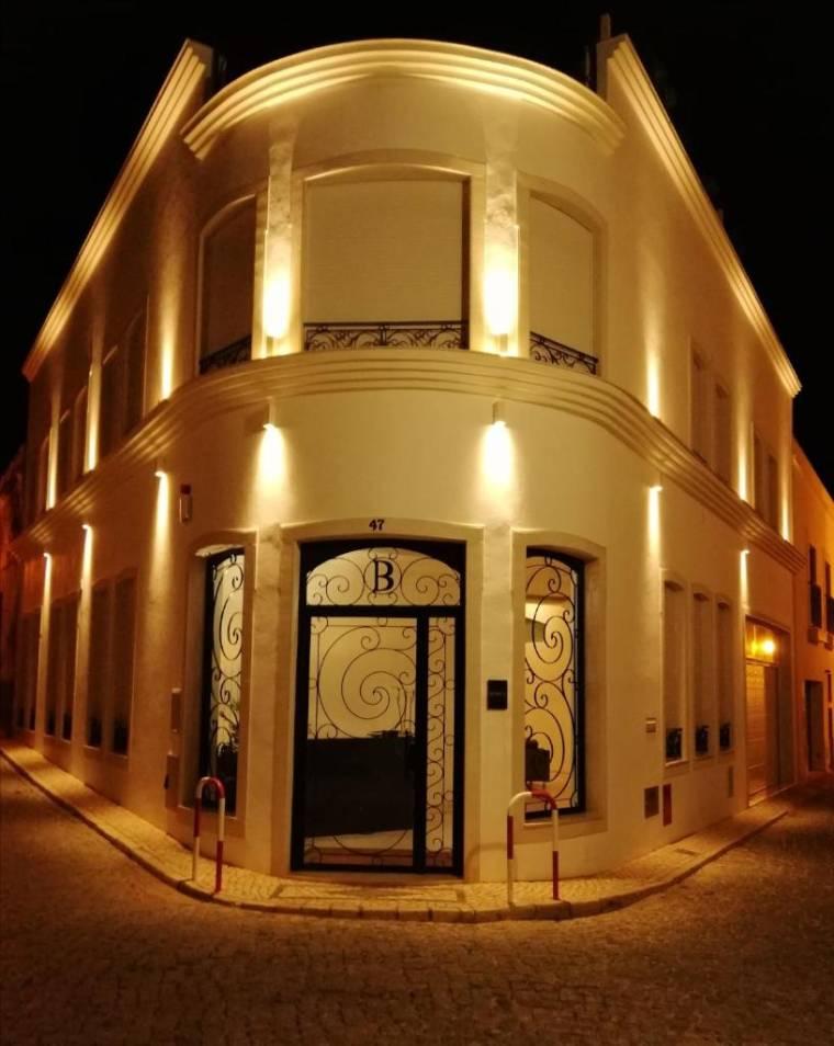 Bowen, Luxury Suites