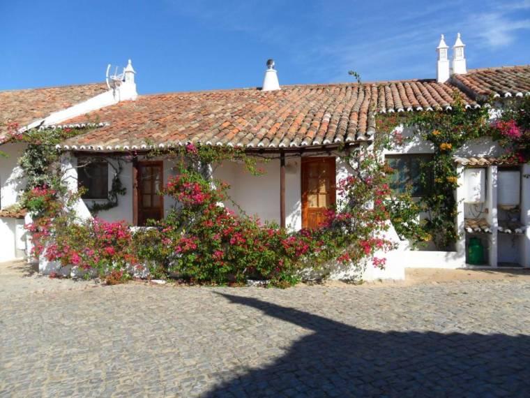 Quinta do Lagar - by Portugalferias
