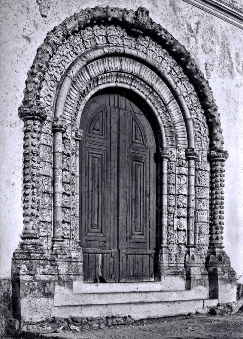 Alvor church Manueline style door