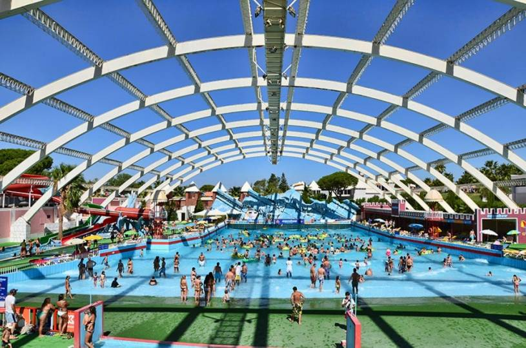 Aquashow wave pool