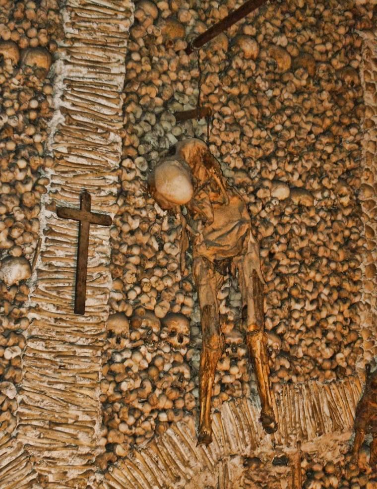 Capela dos Ossos corpse