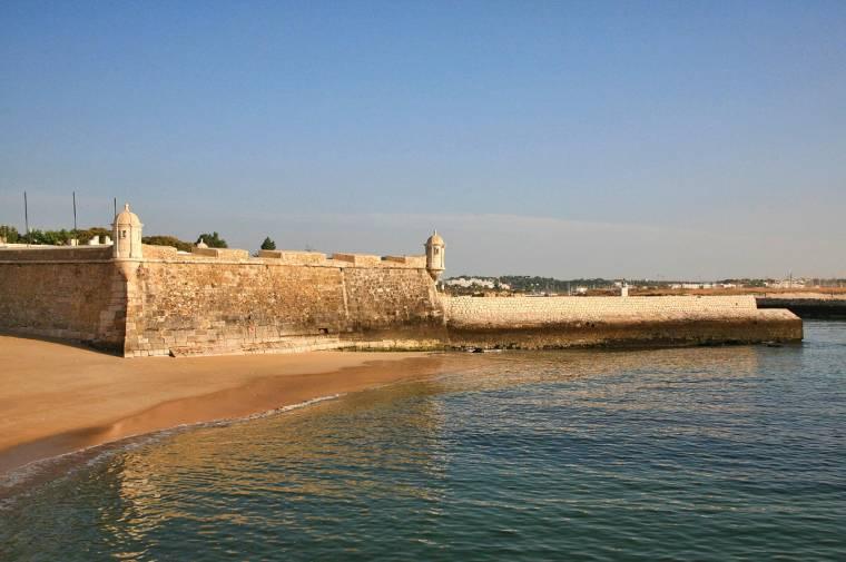 Forte da Ponta da Bandeira from the beach