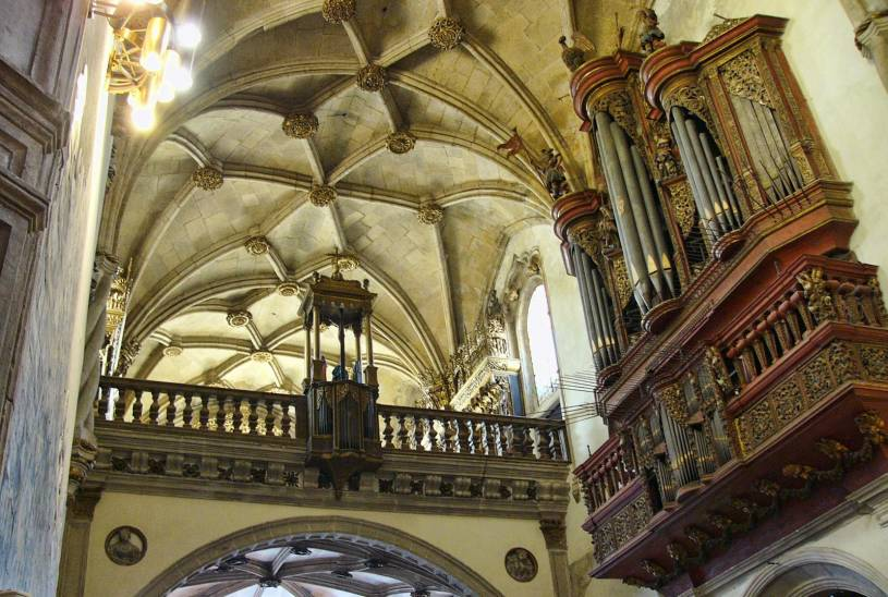 Igreja Santa Cruz interior and pipe organ