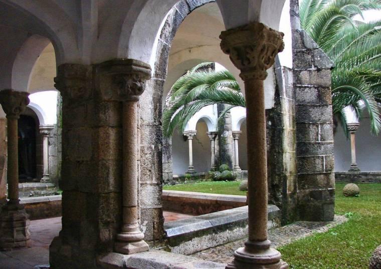 Convento de São Bernardo cloisters