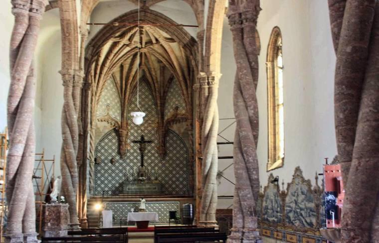 Setubal monastery interior - central nave