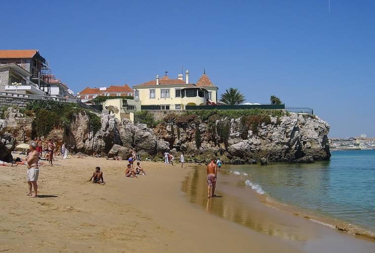 Praia das Avencas beach