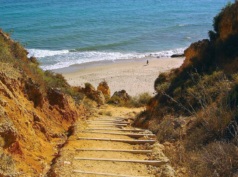 Praia do Canavial - Steps down to beach