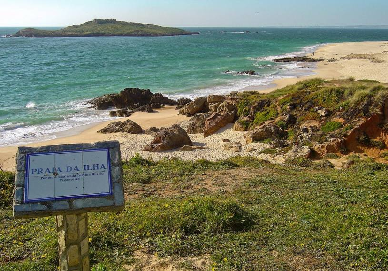 Praia da Ilha Pessegueiro sign