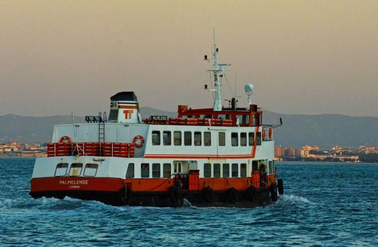 Lisbon Ferry - Cais do Sodré to Cacilhas