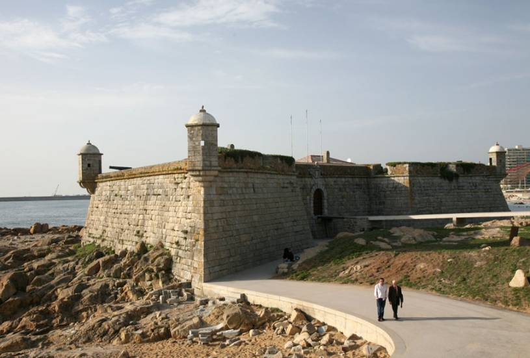 Castelo do Queijo beach