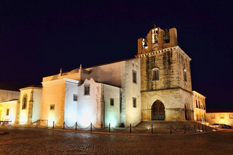 Sé de Faro (Cathedral) at night