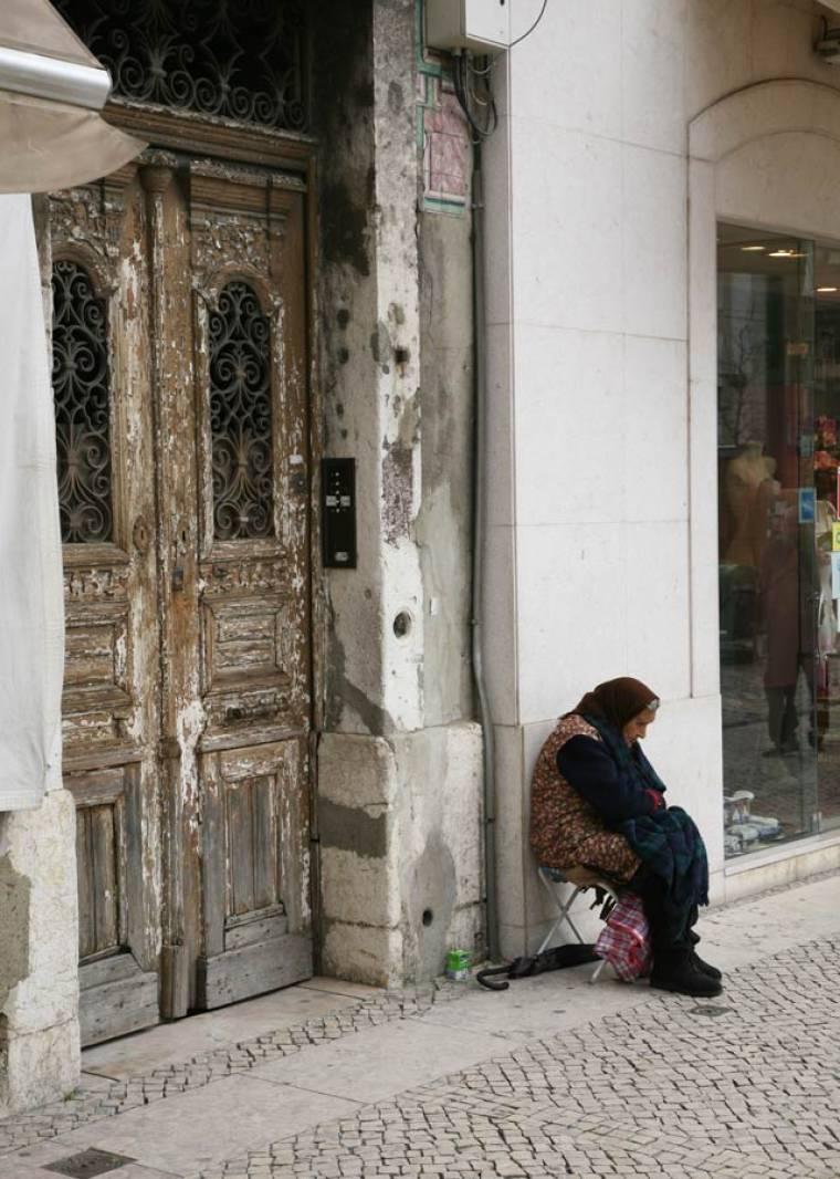 Old Woman - Praca da Figueira
