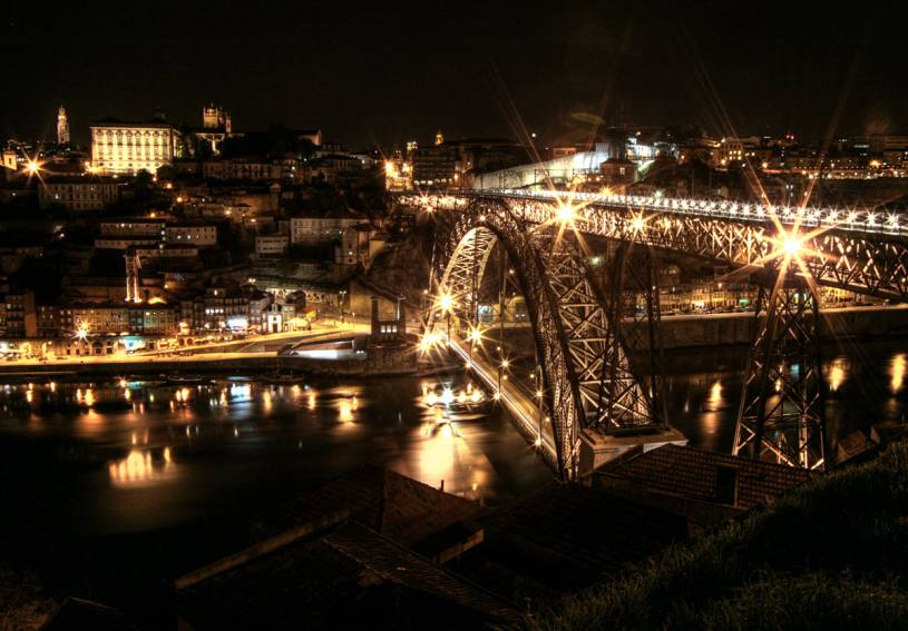 Looking across Ponte D. Luís to Ribeira at Night