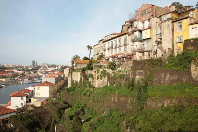 Porto - Houses behind the Ribeira