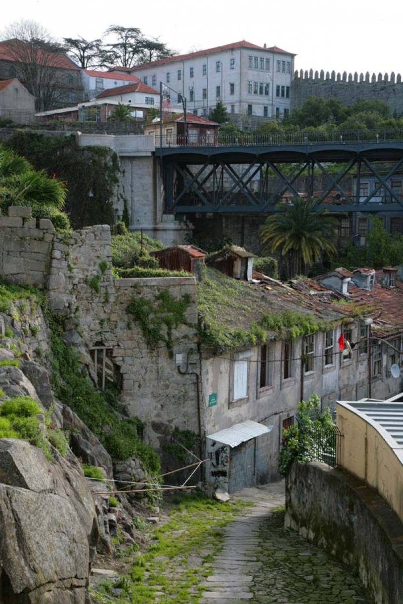 Street between Ribeira and Sé in Porto