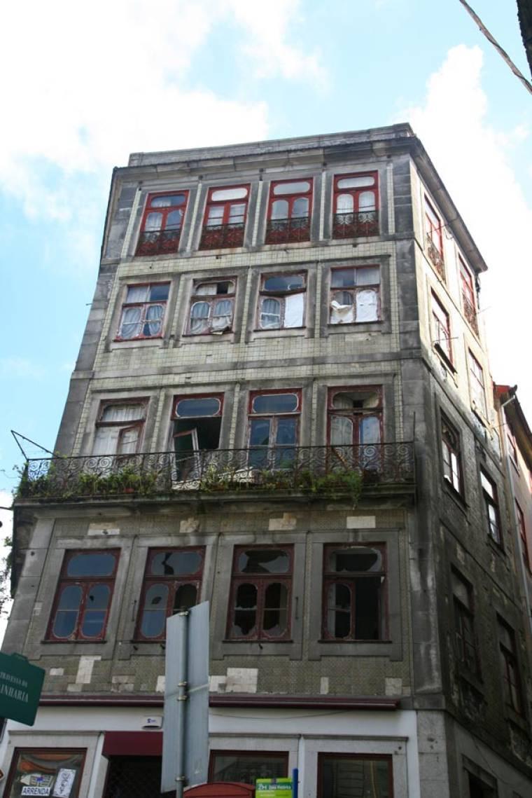 Dilapidated Building - Porto